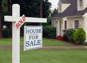 -home-for-sale-sold-sign_167190117_std
