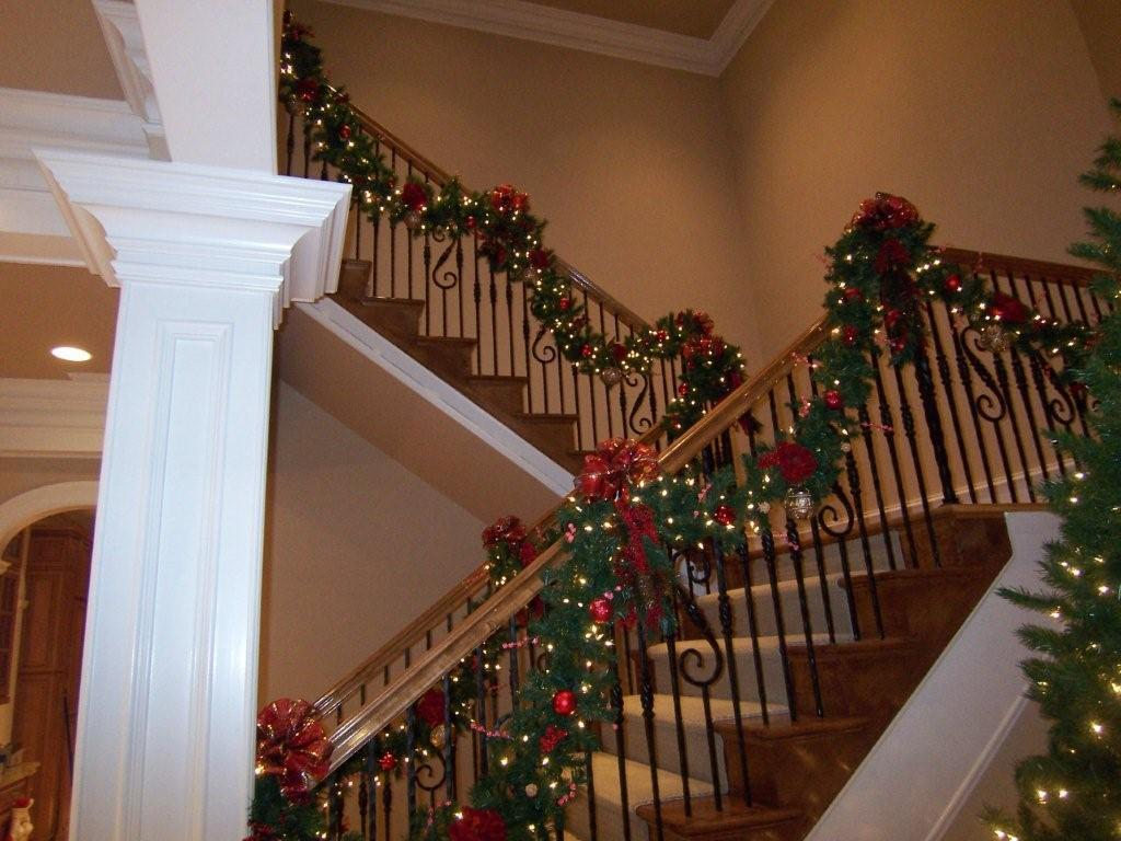 christmas decorating tips - Decorating Banisters For Christmas With Ribbon